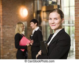 前部, 女性実業家, 微笑, 彼女, チーム