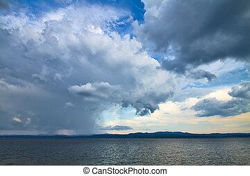 劇的, 曇っている空, そして, 海, 背景
