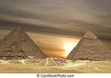 劇, 日没, ピラミッド
