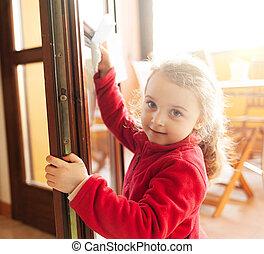 助け, 古い, 年, 家事, 3, windows., 清掃, 女の子