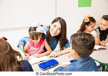 助力, かわいい, 就学前 教師, 学生
