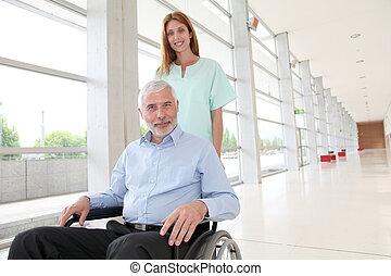 助力, シニア, 車椅子, 看護婦, 人