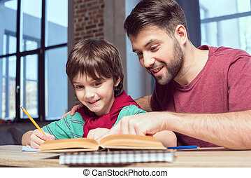 助力, 微笑, 父, 宿題, 息子