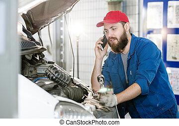 労働者, クライアント, 話し, 電話, 若い, サービス, 機械, 修理, あごひげを生やしている, モビール