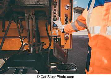 労働者, 空けること, ごみ箱, に, 無駄, 車
