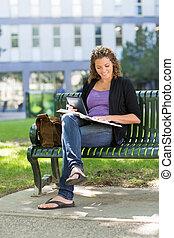 勉強, 大学 キァンパス, 学生, ベンチ