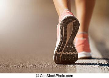 動くこと, 女, クローズアップ, 靴, 道