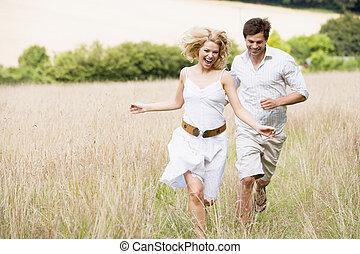 動くこと, 微笑, 屋外のカップル