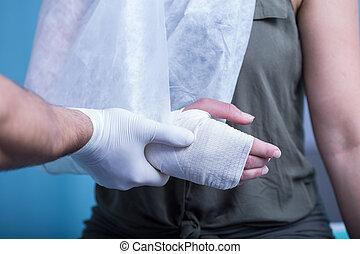 包帯をされた, 女, 手