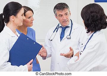 医者と看護婦, 話し, 真剣に