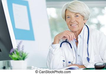 医者, シニア, オフィス, 女, 彼女, 肖像画
