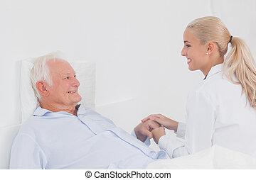 医者, 慰めとなる, 年配, 患者