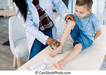 医者, 検査, 女, 足, 男の子, 問題, 医院, 患者, アフリカ, わずかしか