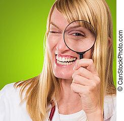 医者, 見る ガラス, によって, 拡大する, 幸せ