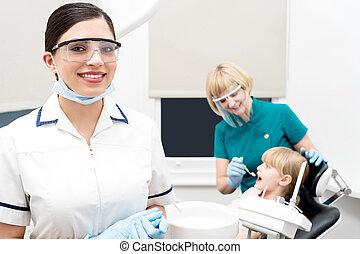 医院, わずかしか, 扱われた, 歯医者の, 女の子
