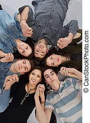 十代の若者たち, グループ, 幸せ