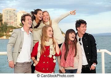 十代の若者たち, グループ, 驚かされる, 幸せ