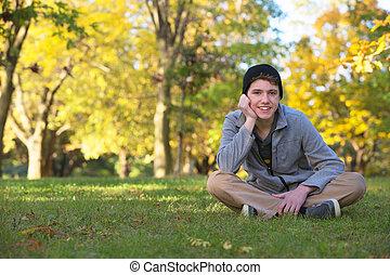 十代, かわいい, 微笑, 屋外で