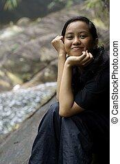 十代, マライ人, アジア人, 屋外で, 幸せに微笑する