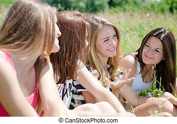 十代, 芝生, 共有, モデル, 秘密, 女の子, 4, 緑, 幸せ