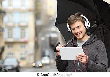 十代, 雨, 監視, 媒体, オンラインで, 日
