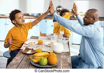 単一親 家族, 他, それぞれ, 弱拍, 朝食, high-fiving