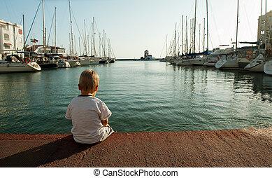 単独で, 男の子, わずかしか, 座る, 港