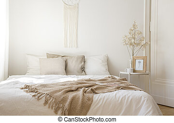 印刷, 次に, ベージュ, 花, 枕元, 毛布, コーヒー, 王, 白, ベッド, 写真, 大きさ, テーブル, 寝具...