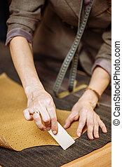 印, 仕立屋, パターン, 裁縫, チョーク, 布, ワークショップ, 成人, 女性の専門家