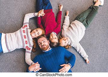 卵を生む, 家族, 床
