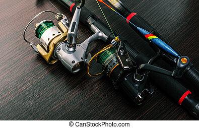 卷, 鞭笞, 釣魚