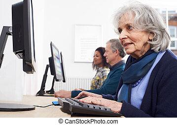 參加, 高級婦女, 計算机种類