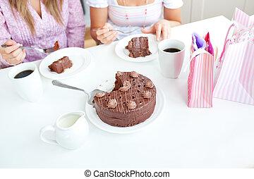 友人, 家, チョコレート, 女性, ケーキ, 台所, コーカサス人, クローズアップ, 食べること