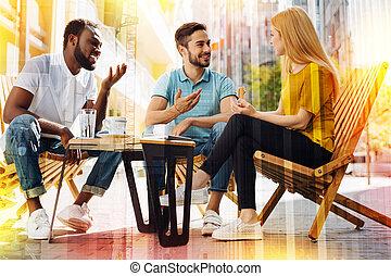 友好, 學生, 看, 感興趣, 當時, 喝咖啡, 以及, 談話