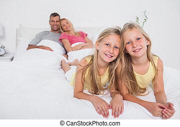 双子, ポーズを取る, 親, ∥(彼・それ)ら∥, ベッド, 前部