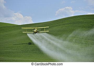 双翼飞机, 农作物打扫工, 喷洒, a, 农场, field.