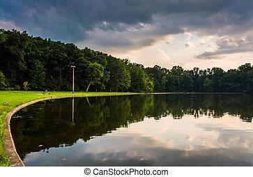 反射, 中に, pinchot, 湖, ∥において∥, 日没, 中に, gifford, pinchot, 州立 公園,...
