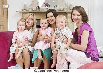 反響室, 母, 3, 赤ん坊, 微笑