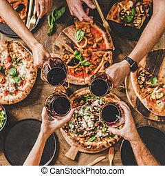 収穫, ピザ, 広場, 上に, カチンと鳴る, イタリア語, 人々, テーブル, ガラス