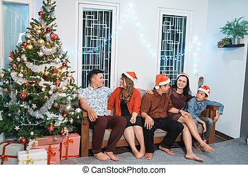 収集, イブ, 家族, の間, クリスマス