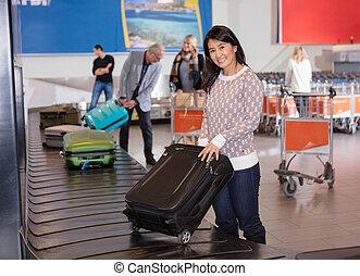収集, 女, 手荷物, コンベヤー, 空港, 微笑, ベルト