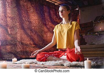 发展, 精心制作, 实践, 房间, 包围, candles., 精神上, 年轻, 明亮, 沉思, 方向, 肖像, 女孩,...