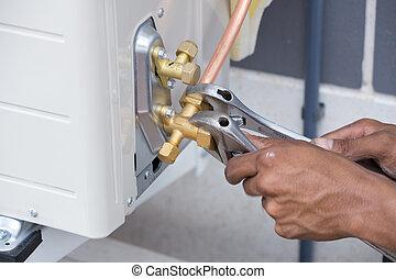 取付け, の, 空気 コンディショナー, 労働者, 連結する, 銅, パイプ