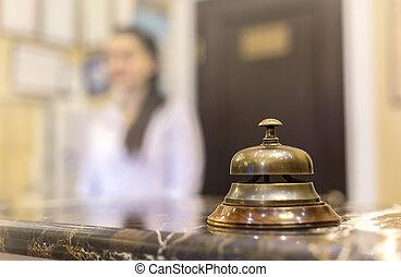 受信のカウンター, 机, ∥で∥, 鐘