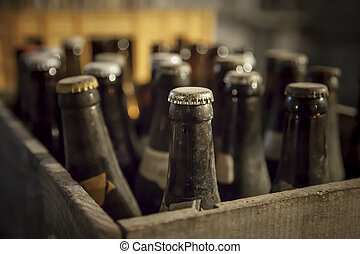古い, ほこりまみれである, ビールのビン