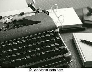 古い, タイプライター, 上に, a, 木製の机