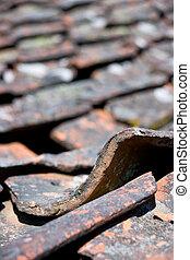 古い, タイルを張られた 屋根