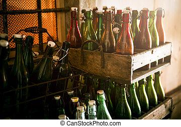 古い, ビール瓶, 中に, 木製である, 場合