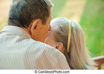 古い, 公園, 恋人, 日当たりが良い, day., 抱擁, 接吻