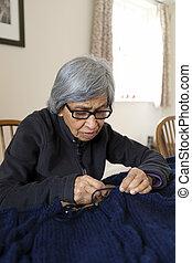 古い 女性, 編むこと